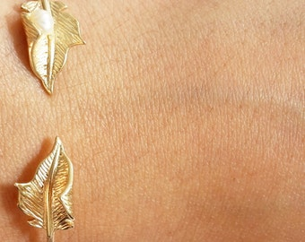 18k gold plated minimal adjustable thin bangle, cuff with leaves at the edges and a freshwater white pearl-gift