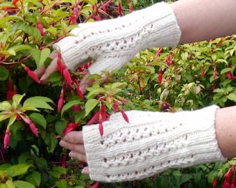 Cream Fingerless Gloves