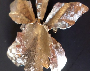 Vintage Gold Tone Textured Orchid Flower Brooch.