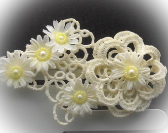 Hair clip in lace