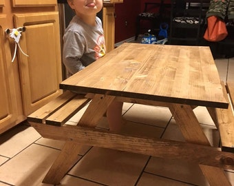 Kid picnic table