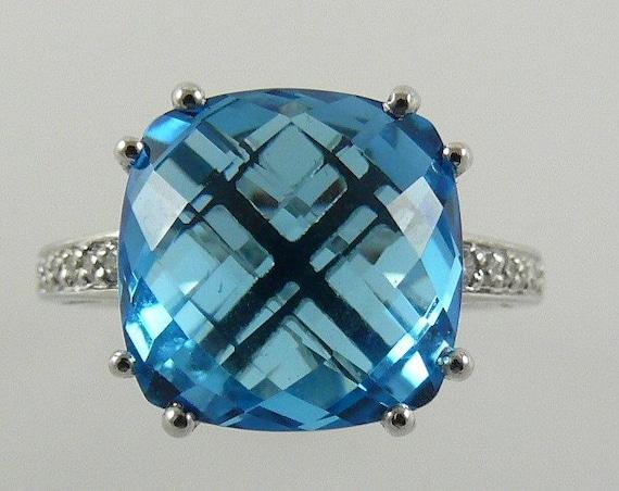 Blue Topaz 9.89 ct Ring with 14K White Gold & Diamonds
