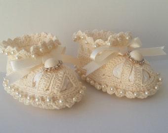 crochet baby booties, baby booties with pearls, baby cotton booties, cotton newborn booties, handmade baby booties, crochet baby booties
