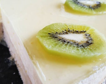 White Chocolate Mousse Cake with Lemon and Kiwi