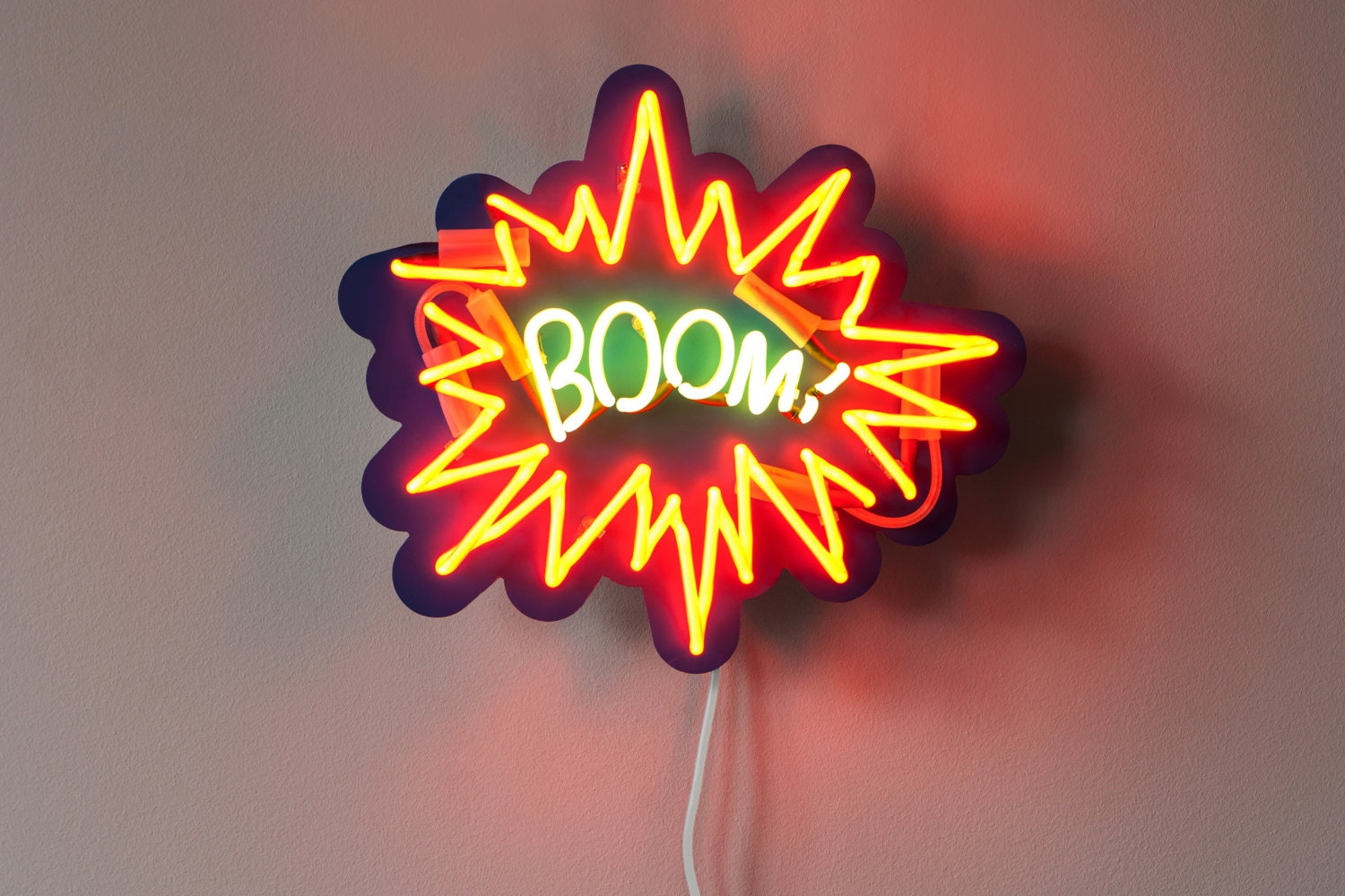 Bright Red Lips Neon Sign Art // 10 Cool NEON Art Lights That Will Electrify