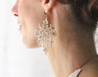 Lace Earrings/Bridal Earrings/Wedding Earrings/Long Earrings/Fashion Earrings/Swarovski Earrings/Champagne/Chandelier Earrings