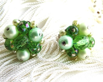 Green beaded vintage cluster earrings.Wire strung clip backs. Salvage jewelry