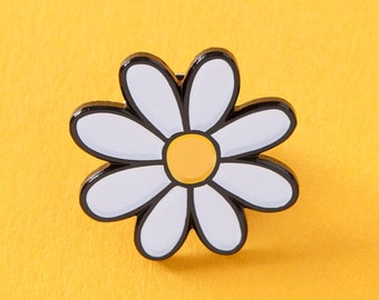 Daisy Enamel Pin // prety flower pin, daisies pin badge // EP105