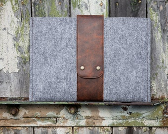 Grey Felt MacBook 11 Case with leather strap. macbook 11 case. macbook 11 cover. macbook air 11 case. macbook air 11 cover. felt macbook 11