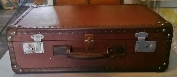 Items similar to beautiful vintage good condition apparent nails suitcase on - Valise carton vintage ...