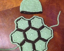 Turtle 'cape'/cover for newborn pictures with matching hat.