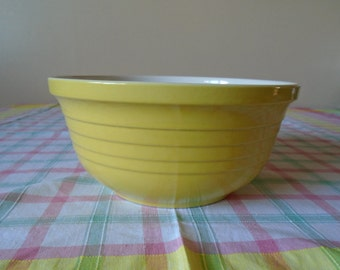 yellow ribbed design  mixing bowl