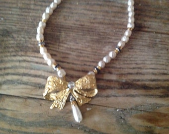 Golden beads and knot necklace