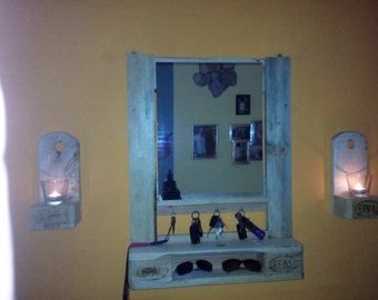 Mirror from euro palette with key hooks