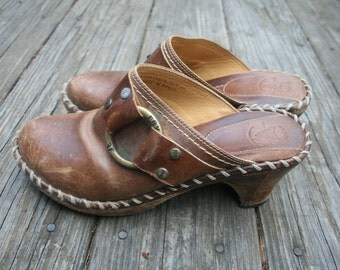 Vintage Leather Frye Slide On Mules // Chunky Heel Clogs // Distressed Brown Tan Leather // Women's Size 7