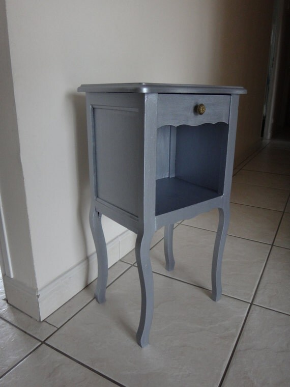 table de chevet shabby chic style louis xv. Black Bedroom Furniture Sets. Home Design Ideas