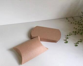 10 pcs Cute Kraft Paper Pillow Favor Gift Box Wedding Party Favour Gift Candy
