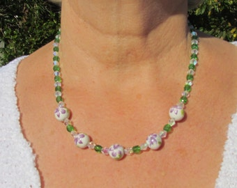 Delicate necklace set featuring lilac flower beads
