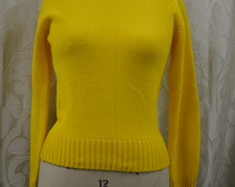 NEW VINTAGE 70s yellow Radishes and Roses sweater, Shilitos, Size small.
