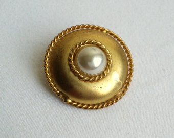 Vintage Gold Tone Faux Pearl Rope Accent Scarf Clip
