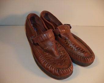 SALE woven moccasin leather buckle loafer sandal// Brown hipster boho hippie slip on shoes// Vintage Dr Scholls// Women 8 USA