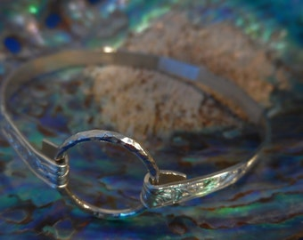 BB6- Silver patterned bracelet with circular clasp