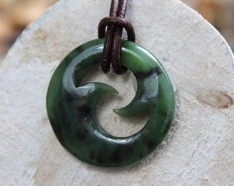 "Trailer nephrite ""Waves"" Maori symbol necklace"