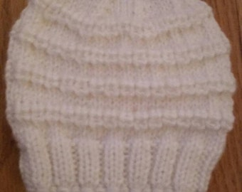 Knitted baby hat, size 0-3 months, white color