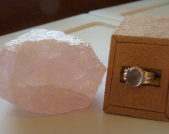 Fashionable Rose Quartz Ring