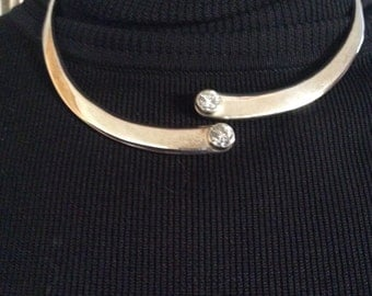 Silver chocker with crytals