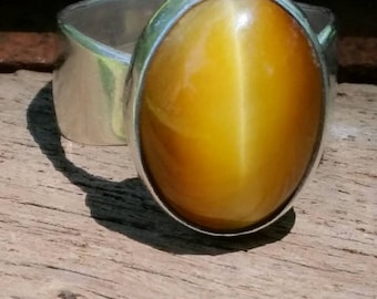 Large vintage tigers eye stone and sterling silver ladies ring.