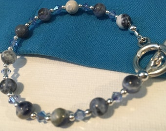 Blue Sodalite-logic and stimulate thoughts