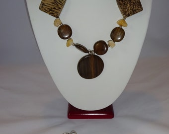 Exotic Hand made necklace, bracelet and earing set