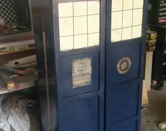 Dr Who Tardis Book shelf shipping included