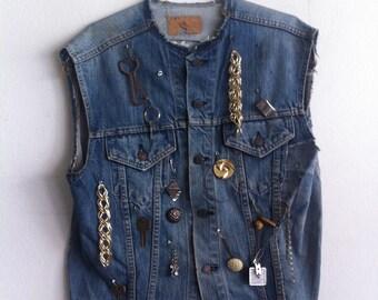 Modern Steep Short Vintage Denim Vest Rocker Style With Metal Decor Unisex Blue Size Large.