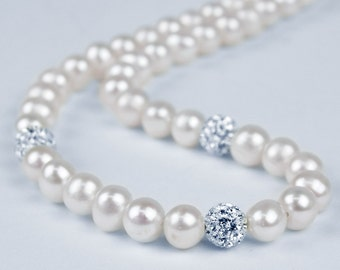 White Freshwater Cultured Pearl & White Crystal