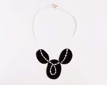 Necklace sewn black enamel