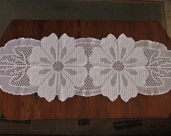 Crocheted White Table Runner, Floral White Table Runner, Handmade Crochet Tablecloth, Shabby Chic Home Decor, Table Decorations