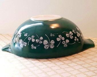 HTF Green Clover Leaf Shamrock JAJ Pyrex England 444 Cinderella Mixing Bowl Milk Glass Kitchen Rare Chip and Dip Lucky Clovers