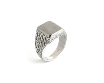 Classic modern men ring