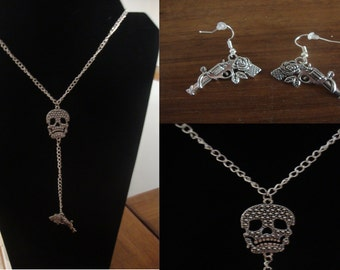 Ornament skull Guns and roses new made hand (necklace and earrings) skull, pistols and roses.