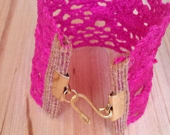 Bracelet fucshia in lace