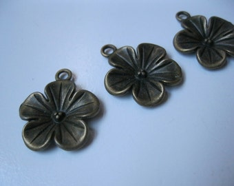 SALE 25% OFF! Flower Charms (3pc)