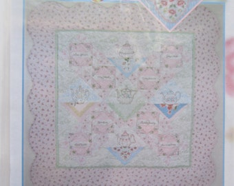 Quilt Pattern Uptown Girl : Uptown Girl quilt pattern Carolina by QuiltiliciousFabric on Etsy