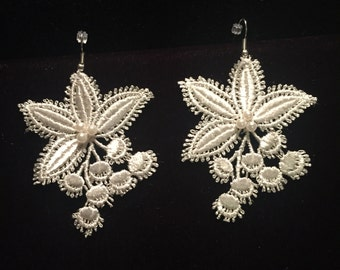 Venise Lace Earrings with Pearls