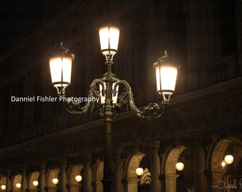 Deeper into the mistery of Venice at night time  - Inspirational Pictures