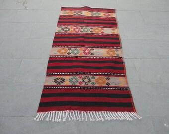 Kilim rug,hand woven Turkish vintage kilim rug,area rug,boho rug,unique rug ,cottage decor,rustic decor,pileless 61 x 31 inches