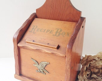 Wood Recipe Box / Wood Box / Retro Wood Recipe Box / Vintage Recipe Box / Rustic Recipe Box / Wood Kitchen Box / Gold Eagle Box