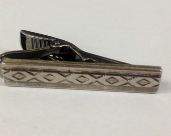 Vintage Diamond Pattern Short Tie Clip