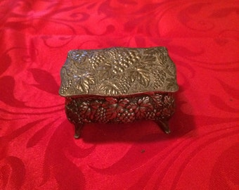 Vintage trinket box ~FREE SHIPPING!!!~